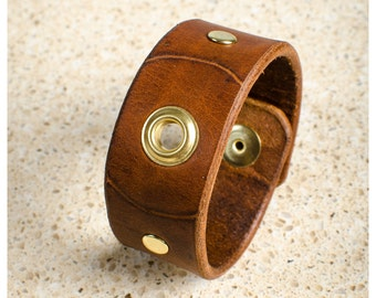 "Brown and brass leather cuff - 7"" wearable size"