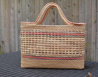 Vintage Straw Purse. 1970's purse. Woven Purse. Basket. Market Bag. Straw Bag. vintage straw bag. vintage purse. boho purse
