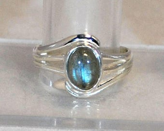 Sterling silver ring with labradorite setting