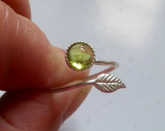Peridot ring, sterling silver,  feather ring, stacking ring, slim ring,  elegant  6mm cabochon, August birthstone, ring