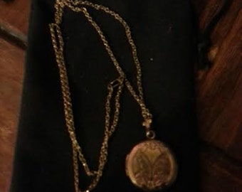 "Vintage Floral Locket w/ 18"" gold chain"