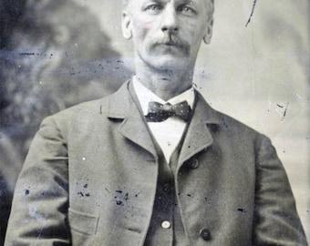 vintage photo 1880 Tintype Man Bow Tie 3/4 view