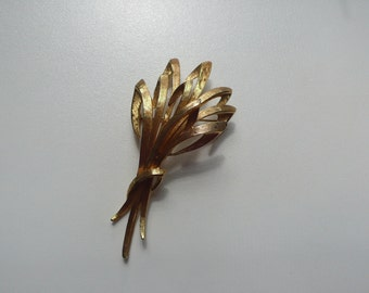 Vintage Monet Gold Tone Brooch | pin
