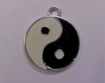 25mm Yin Yang Charm 5CT. Y27