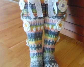 Hand knit knee socks. House knee socks. Flower knee socks. Woman, girl socks. Leg warmers. Hand knit knee warmers. Wool socks. Made to order