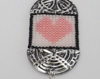 Beaded Heart Pendant in Impatiens Pink SKU: PEN1003