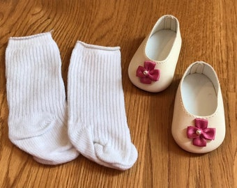 American Girl Shoes and Stockings from Elizabeth's Meet Outfit ... Mint Condition ... Retired