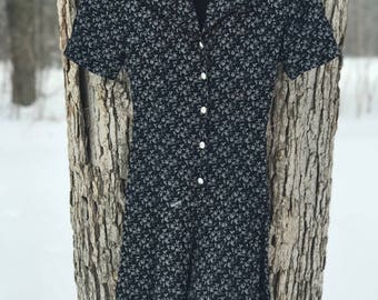 80's black and white floral short sleeve romper with pearl buttons. size 3/small