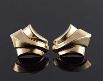 14k Hollow Scalloped Stud Earrings Gold