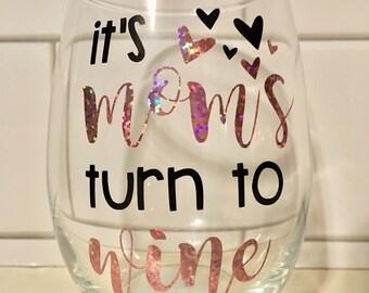 It's Mom's Turn to Wine Wine Glass, Mom Wine Glass, Mother Wine Glass, Mommy Wine Glass, Mother's Day Wine Glass, Mother's Day Gift