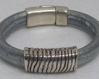 "Regaliz Leather Bracelet ~ Silver/Blue ~ Size 7 1/4"""