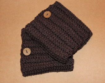 ribbed boot cuffs with button