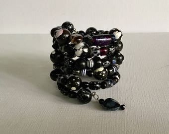 Black & White Wrap Around Memory Wire Beaded Bracelet