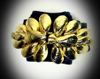 vintage signed Mimi Di N 18k gold plated oyster shell belt buckle with original black belt
