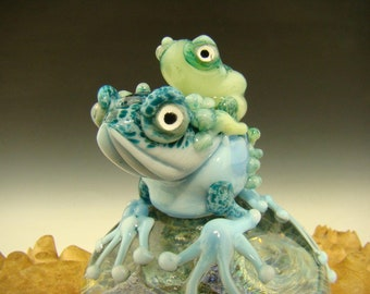 Dichroic Glass Art Mom (or Dad) and baby Frog Paperweight by Mazet Lampwork sculpture VGW (ready to ship)
