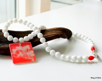 White Bead Necklace, Red Pendant Necklace, White Flower Pendant, Beaded Necklace, Spring Jewelry, Summer Jewelry, Red and White Necklace