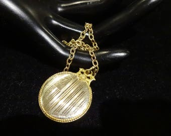 Lovely Vintage J.J. White Co.  12K 1/20 Gold Filled Locket