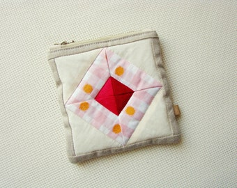 Zipper pouch, quilted pouch, patchwork purse, quilted zipper pouch, coin purse, recycled, unique pouch, cosmetic bag, zip pouch
