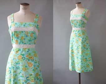 Michelle dress | Green floral cotton day dress | 1970's by cubevintage | medium