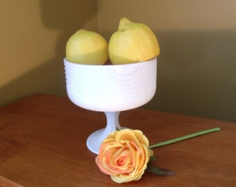 Nice milk glass pedastal bowl perfect for chips, fruit, or dip