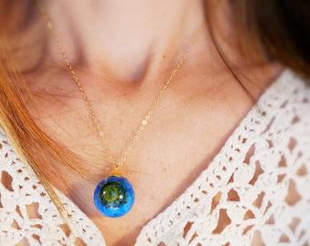 Real flower globe pendant, Real flower sphere necklace, Real flower terrarium necklace, Blue flower sphere pendant, Blue pressed flower
