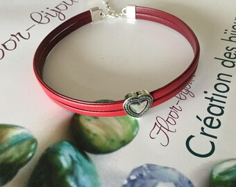 Dark red synthetic leather heart Choker