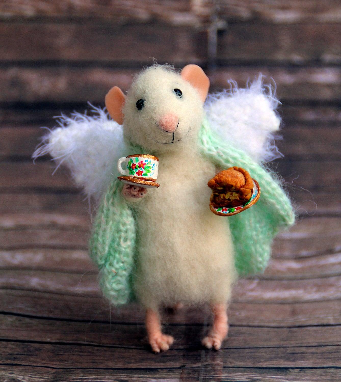 Nadelfilz Maus Engel des Hauses in eine Decke mit Tasse und