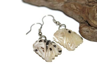 Carved Shell Earrings, Beach Jewelry, Beach Earrings, Summer Jewelry, Summer Earrings, Shell Jewelry, Boho Jewelry, Bohemian Jewelry