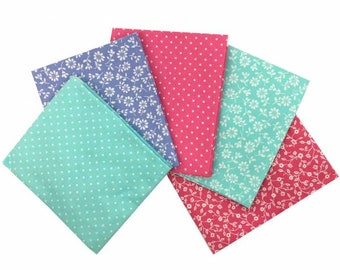 Floral Daisy Aqua Fabric 100% Cotton Fat Quarter Pack