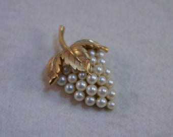 Vintage Crown Trifari Brushed Gold and Faux Pearl Grape Brooch, Pearl Grape Brooch