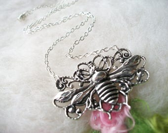 Bumble Bee Necklace Silver Bee Pendant Garden Necklace Pendant Detailed Wings Silver Chain Whimsical Jewelry Retro Charm Necklace