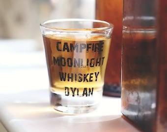 Feu de camp au clair de lune café Dylan Shot verre