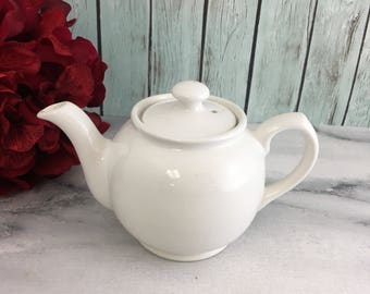 Cooks Club Small White Round Teapot Vintage Lovely Vintage Condition England Made