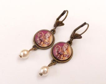 Elegant earrings with Fleur de Lis motif in pink gold with shell pearl gift idea for her