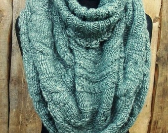 Hand knitted cowl.Women.