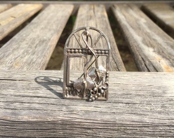 Sterling Silver Pendant / Brooch / Pin / Arched Window / Large / Grapes / Leaves / Grapevine / 3D / Open Window / Vineyard / Wine / Vintage
