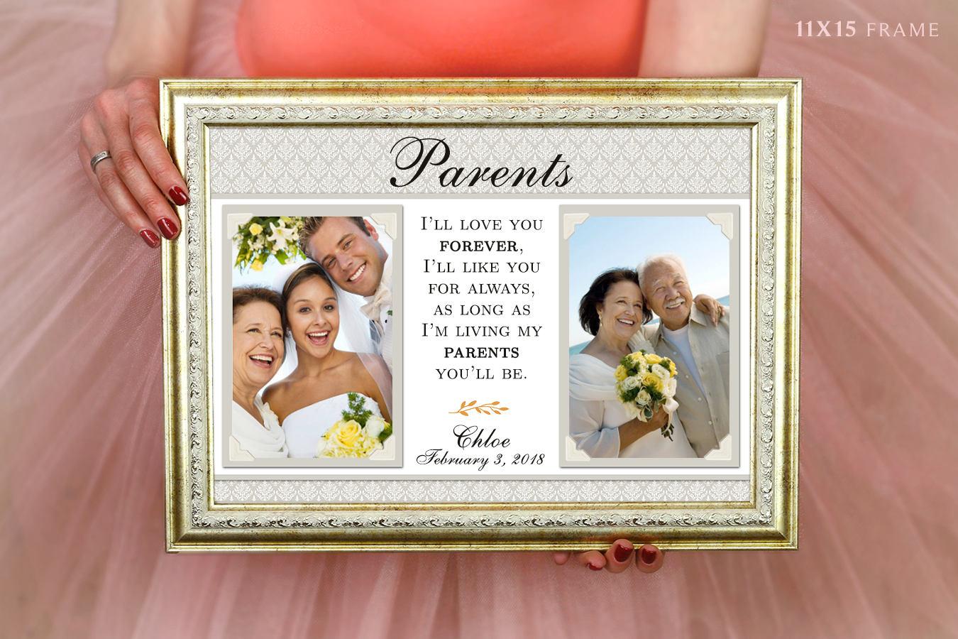 Hält Brautgeschenk Mama und Papa Hochzeits-Rahmen