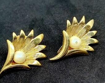 2.5cm, vintage, earrings, vintage earrings, pearl earrings, flower earrings, statement earrings, clip on earrings, wedding earrings, bridal