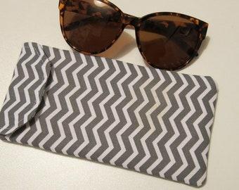 Sunglasses case in grey chevron