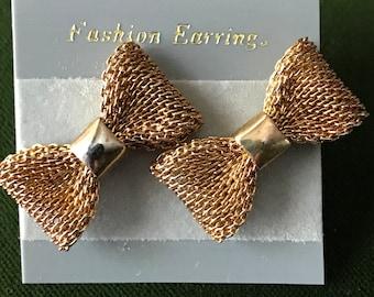 Vintage 80s Small goldtone mesh bow stud earrings