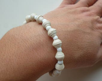 """elastic bracelet """"John Snow"""" white seed beads, and white painted cardboard oval beads"""