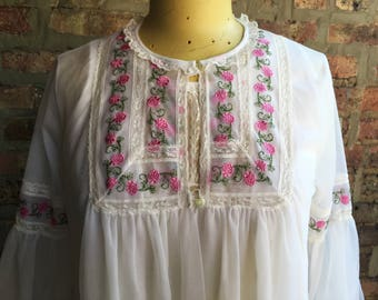 1960s White Pink Roses Chiffon and Lace Peignoir Set Medium