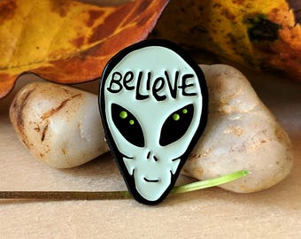 Believe in Aliens -Enamel Pin