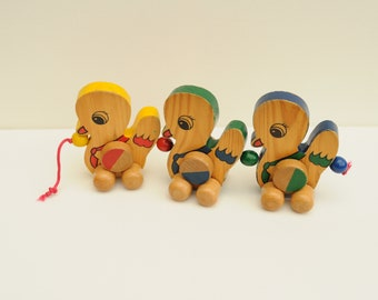 wooden pull toy ducks, 3 ducks in a row, baby toy, toddler toy, ducklings toy, pull figures ducks, vintage play toy wood, toddle ducks