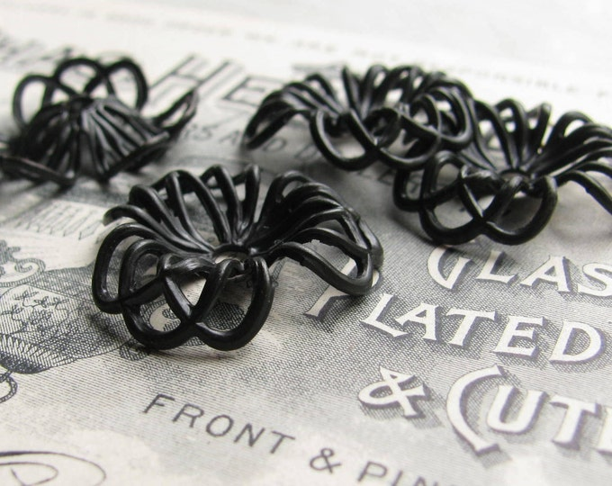 Triple clover 22mm flower petal bead cap, (4 antiqued black brass beadcaps) indented center BC-SG-036