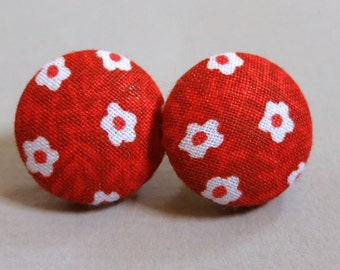 "3/4"" Size 30 Red and White Mini Flowers Fabric Covered Button Earrings"
