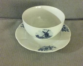 """From Holland: Gorgeous Vintage 1980's Ter Steege b.v. Delft Blauw Hand Painted """"Windmill"""" Gravy Boat With Attached Underplate, Excellent"""