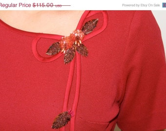 FLASH SALE 50s 1950s Red Knit Beaded Dress Novelty Belt S M 6 8 1960s 60s Career Belted Flower Leaf Audrey Hepburn Mad Men Christma
