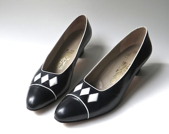 vintage Salvatore Ferragamo Black and White Leather Pumps / Harlequin Pumps / Saks Fifth Avenue / made in Italy