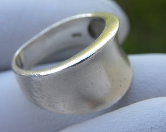 Female Ring Vintage used  damaged   solid marked 925 Sterling Silver wide  woman girl ring band size   jewelry size  7